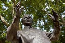 Nelson Mandela statue, Parliament Square. London. - Jess Hurd - 2000s,2007,ACE,ACE arts culture & entertainment,art,arts,artwork,artworks,figure,leader,Parliament,POL Politics,sculpture,SCULPTURES,South Africa,statue,STATUES