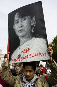 Free Aung San Suu Kyi placard. Campaigners for democracy in Burma, Trafalgar Square. London. - Jess Hurd - 2000s,2007,activist,activists,Burma,Burmese,CAMPAIGN,campaigner,Campaigners,CAMPAIGNING,CAMPAIGNS,democracy,DEMONSTRATING,demonstration,DEMONSTRATIONS,female,people,person,persons,protest,PROTESTER,PR