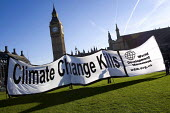 World Development Movement banner, Climate Change Kills. Parliament Square. Westminster. - Jess Hurd - 2000s,2007,activist,activists,CAMPAIGN,campaigner,campaigners,CAMPAIGNING,CAMPAIGNS,DEMONSTRATING,demonstration,DEMONSTRATIONS,Development,eni environmental issues,Global Warming,Movement,Parliament,p