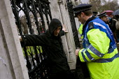 Police Stop and Search a protester outside the gates of Parliament before he joins the International Climate Protest, London. - Jess Hurd - 2000s,2007,activist,activists,adult,adults,CAMPAIGN,campaigner,campaigners,CAMPAIGNING,CAMPAIGNS,Change,Climate Change,CLJ,CLJ Crime,DEMONSTRATING,DEMONSTRATION,DEMONSTRATIONS,ENI Environmental Issues