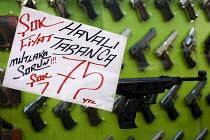 Handgun market. Istanbul, Turkey. - Jess Hurd - 14-03-2008