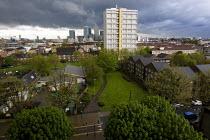 Housing estate in Tower Hamlets, East London. - Jess Hurd - 01-05-2008