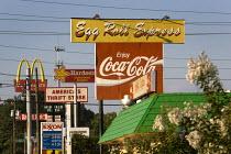 Fast food advertising. Birmingham, Alabama, USA. - Jess Hurd - 17-06-2008