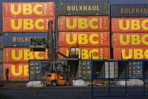 Shipping containers. Dagenham, East london. - Jess Hurd - ,2000s,2008,boat,boats,bulkhaul,capitalism,capitalist,cargo,cities,city,container,containers,Dagenham,driver,drivers,DRIVING,EBF,EBF Economy,Economic,Economy,employee,employees,Employment,Forklift Tru