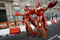 Giant lobsters walk past the MI5 building. London. - Jess Hurd - 2000s,2008,activist,activists,CAMPAIGN,campaigner,campaigners,CAMPAIGNING,CAMPAIGNS,crustacean,CRUSTACEANS,DEMONSTRATING,demonstration,DEMONSTRATIONS,funny,Humor,HUMOROUS,humour,JOKE,JOKES,joking,lobs