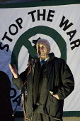 Tony Benn speaks at Gaza protest against the refusal of BBC to broadcast a charity appeal to raise emergency funds for people in the Gaza strip. London - Jess Hurd - 2000s,2009,activist,activists,against,appeal,BBC,broadcast,BROADCASTING,CAMPAIGNING,CAMPAIGNS,charitable,charity,DEMONSTRATION,emergency,Gaza,giving,help,helping,job,jobs,Labour Party,London,media,Pal