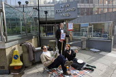 Mark Thomas, comedian starts the Middle Class Summer of Rage by having a picnic outside New Scotland Yard. Westminster, London. - Jess Hurd - 04-03-2009