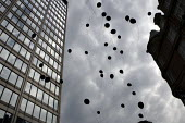 Protesters release black balloons outside New Scotland Yard to represent the people killed by the police. End Police Violence. London. - Jess Hurd - 23-05-2009