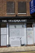 The Overdraught public house, closed, derelict, for sale. East London. - Jess Hurd - 2000s,2009,ACE Arts Culture & Entertainment,cities,city,closed,closing,closure,closures,derelict,DERELICTION,DOWNTURN,EDU Education,house,houses,LFL Lifestyle & Leisure,LICENSED,pub,public,PUBLIC HOUS