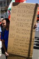 Trades union members from Fiat demonstrate anti G8 summit Rome. Italy. - Jess Hurd - 2000s,2009,activist,activists,CAMPAIGN,campaigner,campaigners,CAMPAIGNING,CAMPAIGNS,CGIL,DEMONSTRATING,demonstration,DEMONSTRATIONS,eu,Europe,european,europeans,eurozone,Fiat,FIM,Imola,italian,italian