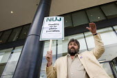 Steve Bell freelance cartoonist supports NUJ protest against Guardian News & Media's plans to stop paying freelance photographers for reuse of their pictures. London. - Jess Hurd - 01-09-2009