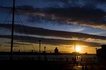 Sunset over the River Mersey, Albert Dock. Liverpool. - Jess Hurd - ,2000s,2009,cloud,clouds,dark,dock,docks,dockside,EBF Economy,estuaries,estuary,harbor,harbors,HARBOUR,harbours,Mersey,port,Port of Liverpool,ports,river,riverfront,seaport,stratocumulus,SUN,sunset,SU