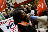 RMT protest to demand a living wage for tube cleaners, many who are migrant workers and against privatisation and the subcontracting of their jobs. Metronet HQ, Holborn. London. - Jess Hurd - 2000s,2009,activist,activists,BAME,BAMEs,banner,banners,Black,BME,bmes,CAMPAIGN,campaigner,campaigners,CAMPAIGNING,CAMPAIGNS,cleaner,cleaners,CLEANING,cleansing,DEMONSTRATING,demonstration,DEMONSTRATI