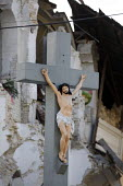Crucifix, Haiti earthquake. - Jess Hurd - 18-01-2010