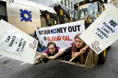 Campaigners from the World Development Movement and People & Planet protesting at Threadneedle Street RBS branch in the heart of the City of London with a tar sands digger on a tour of the RBS branch,... - Jess Hurd - 28-04-2010