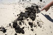 Oil washes up on Biloxi beach after the BP Deepwater Horizon oil spill. Biloxi. Mississippi. USA. - Jess Hurd - 19-08-2010