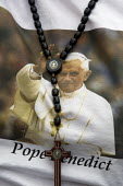 Pope Benedict XVI supporters t-shirt, with her rosary. London. - Jess Hurd - 17-09-2010