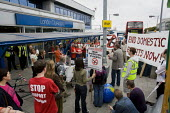 End Domestic Flights Now. Demonstrators against high-emission forms of transport where viable alternatives exist. London City Airport. Newham, East London. - Jess Hurd - 04-09-2010