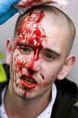 EDL member sustains a head injury whilst rioting with the police. English Defence League protest. Leicester. - Jess Hurd - 2010,2010s,activist,activists,bleeding,blood,CAMPAIGN,campaigner,campaigners,CAMPAIGNING,CAMPAIGNS,Defence,DEFENSE,DEMONSTRATING,demonstration,DEMONSTRATIONS,EDL,far right,far right,injured,INJURIES,i