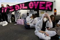 Crude Awakening. Climate activists blockade the Coryton oil refinery in Essex. - Jess Hurd - 16-10-2010