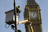 Workman cleans and fixes CCTV in Parliament Square, Westminster, London. - Jess Hurd - 19-01-2011