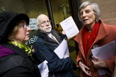Doctors hand in a letter to Andrew Lansley MP, Secretary of State for Health against the Condem government proposed re-organisation of the Health Service. - Jess Hurd - 20-01-2011