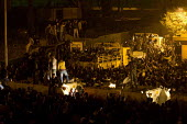 Soldiers and protestors. Uprising on the streets of Cairo against the dictatorship. Egypt. - Jess Hurd - 28-01-2011
