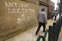 Antique dictator for sale. Uprising against Mubark, Al-Tahrir (Liberation Square), Cairo, Egypt - Jess Hurd - 30-01-2011
