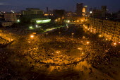 Protesters march in an uprising against Mubarak, Al-Tahrir (Liberation Square), Cairo, Egypt. - Jess Hurd - 30-01-2011