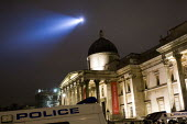Trafalgar Square with police helicopter searchlight. London. - Jess Hurd - 26-03-2011