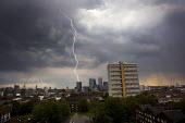 Fork lightning strikes Barclays Bank building. Canary Wharf, London Docklands. - Jess Hurd - 23-04-2011