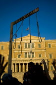 Demonstrators with a hangmans noose outside the Greek Parliament. Against austerity cuts. Syntagma Square, Athens, Greece. - Jess Hurd - 19-06-2011