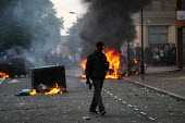 Riots spread to Hackney following the fatal police shooting of Mark Duggan, East London. - Jess Hurd - ,2010s,2011,adult,adults,arson,AUTO,AUTOMOBILE,AUTOMOBILES,AUTOMOTIVE,BAME,BAMEs,Black,BME,bmes,burn,burning,BURNS,call,calls,car,cars,CELLULAR,cities,city,communicating,communication,conflict,conflic