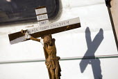 Crucifix outside a caravan.Travellers from Dale Farm are evicted by bailiffs and police hired by Basildon Council. Essex. - Jess Hurd - 20-10-2011