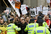 Police try to stop Electricians, plumbers and heating and ventilation engineers blocking the road as they hold a national day of protest to defend the skills and pay of construction workers. Balfour B... - Jess Hurd - 09-11-2011