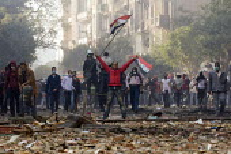 Fighting on Mohamed Mahmoud. Uprising against the military junta. Al-Tahrir (Liberation Square), Cairo, Egypt - Jess Hurd - 23-11-2011