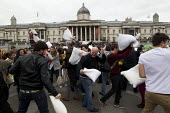 Flash mob pillow fight in Trafalgar Square. International Pillow Fight Day, London. - Jess Hurd - 07-04-2012