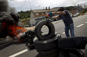 Miners make a road blockade out of burning tires in La Robla. The miners have been on strike since the government announced cuts to mining subsidies due to austerity cuts which will mean an end to min... - Jess Hurd - 20-06-2012