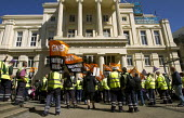 Cityclean workers in Brighton march on a council meeting in an unofficial dispute over a proposed 4,000 pay cut. GMB workers occupied their canteen at the city Hollingdean refuse depot in a dispute wi... - Jess Hurd - against,Austerity Cuts,binmen,binman,bin men,bin man,cleaner,cleaners,GMB,man,men,Protest,Demonstration,strike,strikes,Trade Union,Trade Union,Trades Union,Trades Union,workers,worker,trades unions,tr