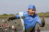 Thunderbirds character runs Maldon Mud Race, Essex. Competitors compete to be the first to complete a 400 metre dash over the bed of the River Blackwater. The race is organised by the Lions & Rotary c... - Jess Hurd - 05-05-2013