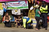 Leah Bracknell, who plays Zoe Tate, a fictional character from the British soap opera Emmerdale, speaking to a police officer whilst joining anti fracking campaigners in Balcombe protest against energ... - Jess Hurd - 2010s,2013,activist,activists,adult,adults,against,CAMPAIGN,campaigner,campaigners,CAMPAIGNING,CAMPAIGNS,CLJ,company,degradation,DEMONSTRATING,Demonstration,DEMONSTRATIONS,drilling,energy,environment,