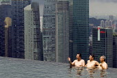 Marina Bay Sands SkyPark Infinity Pool, luxury 5 Hotel. Singapore. - Jess Hurd - 22-10-2013