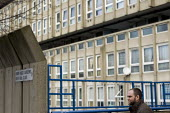 Robin Hood Gardens, a 1960's council housing development, designed by architects Alison and Peter Smithson , now due for demolition and redevelopment. Poplar, Tower Hamlets, one of the poorest borough... - Jess Hurd - 17-03-2014