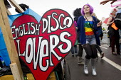 English Disco Lovers ( EDL ). Anti fascist protesters demonstrate against March for England, Brighton. - Jess Hurd - 27-04-2014