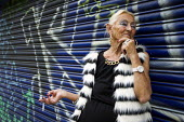 Irene, Bethnal Green pensioner poses for a portrait. East London. - Jess Hurd - 21-05-2014