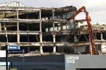 The demolition of News International. Wapping, Tower Hamlets, East London. - Jess Hurd - 05-06-2014