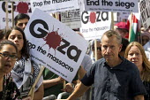 Political comedian Jeremy Hardy. Thousands join a Stop The War march against the Israeli war on Gaza. London. - Jess Hurd - 26-07-2014