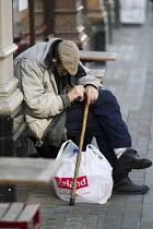 Homeless man sleeping outside a coffee Shop, The Strand, London. - Jess Hurd - 25-07-2014