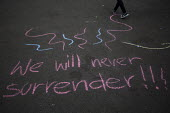 We will never surrender. Yes Campaign Chalk graffiti in George Square the day after polling day in the Scottish Independence Referendum. Glasgow, Scotland. - Jess Hurd - 19-09-2014