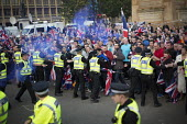 No Campaign, far right nationalists taunt Yes Campaign in George Square the day after polling day in the Scottish Independence Referendum. Glasgow, Scotland. - Jess Hurd - 19-09-2014